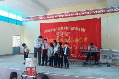 Trường TH Trưng Vương giao lưu với đoàn thanh thiếu nhi Khuyết tật DakLak.