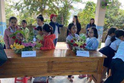 Một ngày trải nghiệm của HS chào mừng 20.11- Hội thi cắm hoa giúp các em phát triển năng khiếu thẩm mĩ- sáng tạo. Đồng thời biết bày tỏ lòng kính yêu – biết ơn đến thầy cô giáo nhân ngày truyền thống 20/11