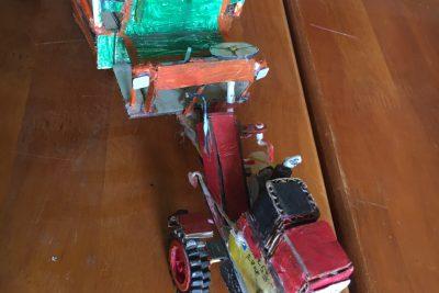 HS tham gia làm đồ dùng sáng tạo thanh thiếu nhi- Tham gia cuộc thi do tỉnh đoàn daklak phát động